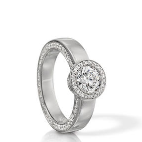 Ring in 18k white gold set with colourless diamonds. Available in different sizes.