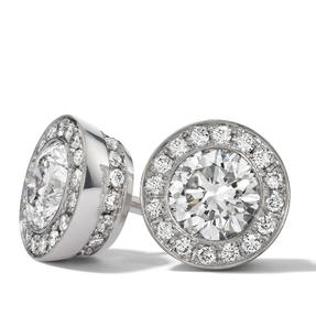 Earstuds in 18k white gold set with colourless diamonds.