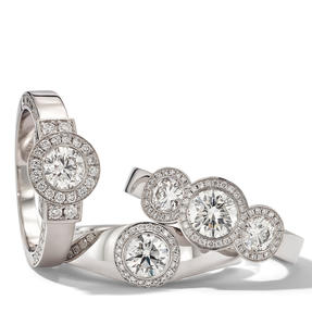 Rings in 18k white gold set with colourless diamonds. Available in different sizes.