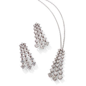 Pendant and earrings in 18k white gold set with colourless diamonds.