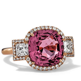 Ring in 18k rose gold set with red spinel and colourless diamonds. Available in different sizes.