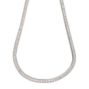 Necklace in 18k white gold set with colourless diamonds.