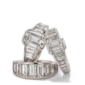 Rings in platinum set with colourless diamonds. Availalbe in different sizes.