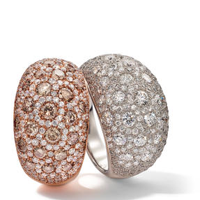 Rings in 18k white gold and rose gold set with colourless and champagne coloured diamonds. Available in different sizes.